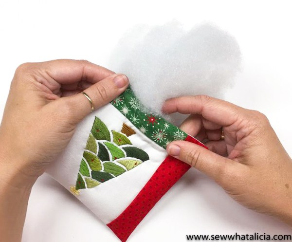 Embroidered Christmas Tree Pattern and Tutorial: This tutorial is perfect for getting a jump on your Christmas sewing. This tutorial is perfect for all levels of embroiderers. Click through for the free pattern and full tutorial.   www.sewwhatalicia.com