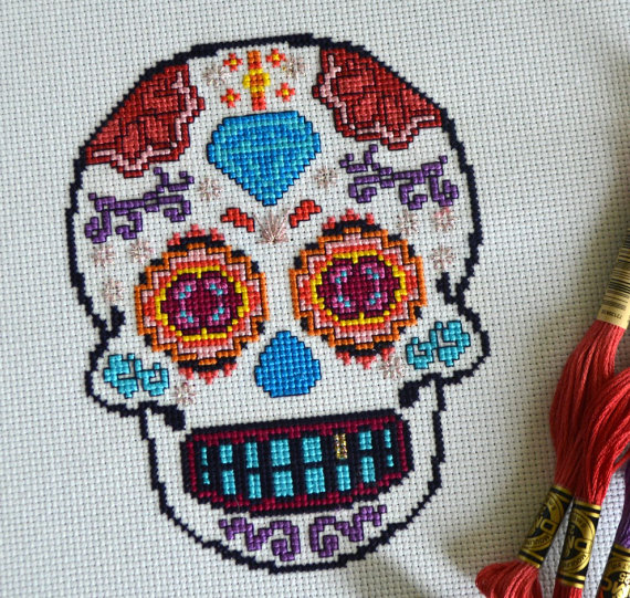 Creepy20+ Cute and Creepy Halloween Patterns to Cross Stitch : If you are a fanatic about Halloween and you love to cross stitch then you are going to go nuts over these Halloween Cross Stitch Patterns. Click through for the full list of patterns. | www.sewwhatalicia.com
