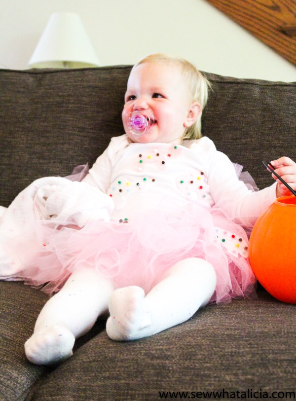 Easy No Sew Toddler Halloween Costume - Animal Cracker Cookie: This is a great no sew Halloween costume for the little one in your life! Use felt and a tutu to create this adorable look. Click through for the full tutorial plus a free cut file. | www.sewwhatalicia.com