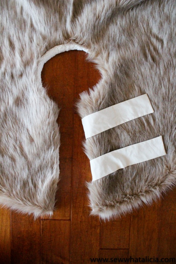 Fur Christmas Tree Skirt Sewing Tutorial: This faux fur from JOANN makes the perfect tree skirt for your Scandinavian inspired Christmas decor. Click through for the full sewing tutorial.   www.sewwhatalicia.com