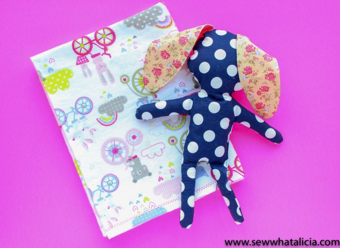 How to Make a Baby Blanket: This beginner sewing tutorial is perfect for anyone wanting to learn to make a receiving blanket . Making a baby blanket is such a special way to show you care. Click through for full tutorial. | www.sewwhatalicia.com