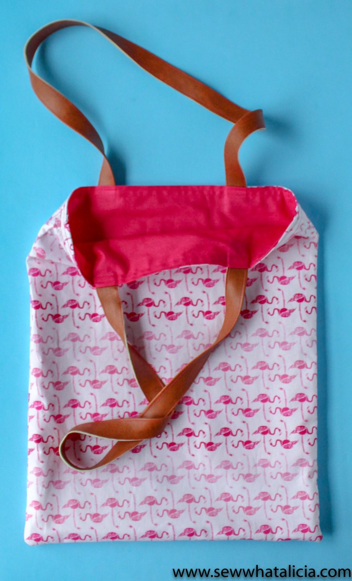 How to make a tote bag: This bag is reversible. Pictured is the flamingo print lining. | www.sewwhatalicia.com