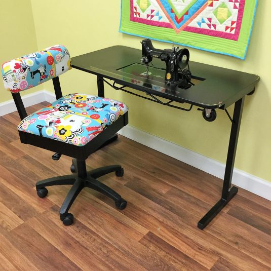Best Sewing Machine Cabinet: Heavyweight Table | www.sewwhatalicia.com