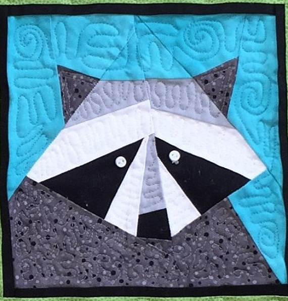 Paper Piecing Patterns - Awesome Animals: Racoon paper piecing pattern. Photo used with permission. Click through for a huge list of animal paper piecing quilt block patterns. | www.sewwhatalicia.com
