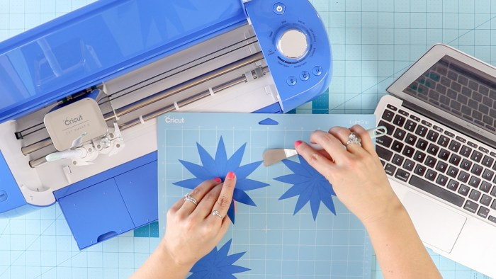 Cricut Explore Air 2 - Best Cricut Machine?: Is the EA2 the best Cricut machine for you? This cobalt blue machine from Joann just might be! Click through for all the details. #ad #handmadewithjoann | www.sewwhatalicia.com