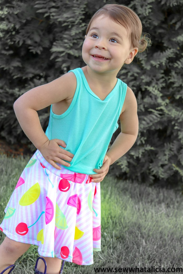 How to Make a Circle Skirt: Learn how to create a circle skirt with an easy waistband. No pattern needed, you can make this easy skirt in any size. Click through for all the details. #handmadewithjoann #ad | www.sewwhatalicia.com