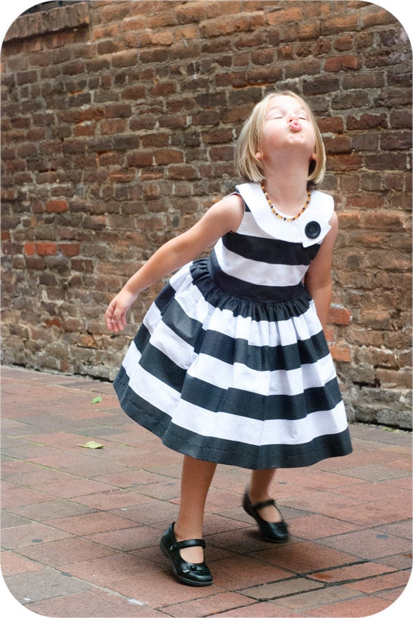 pictured young girl in feestje dress