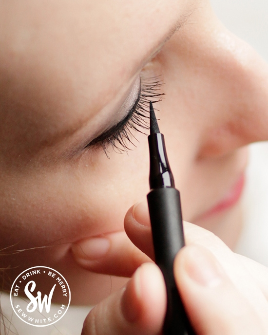 Working on the perfect eye line tail with Note Cosmetics