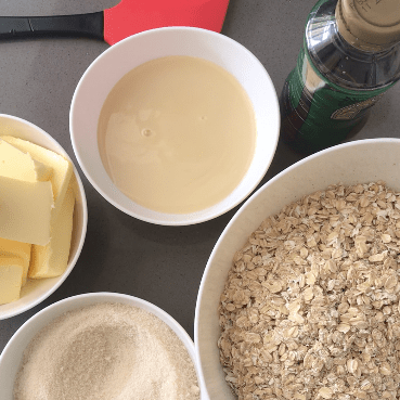 5 ingredients to make easy flapjacks.