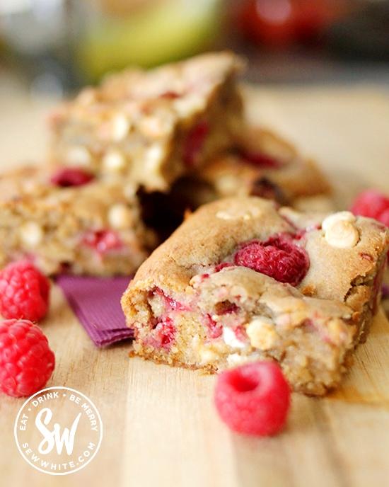 raspberry and white chocolate cookie traybake slice
