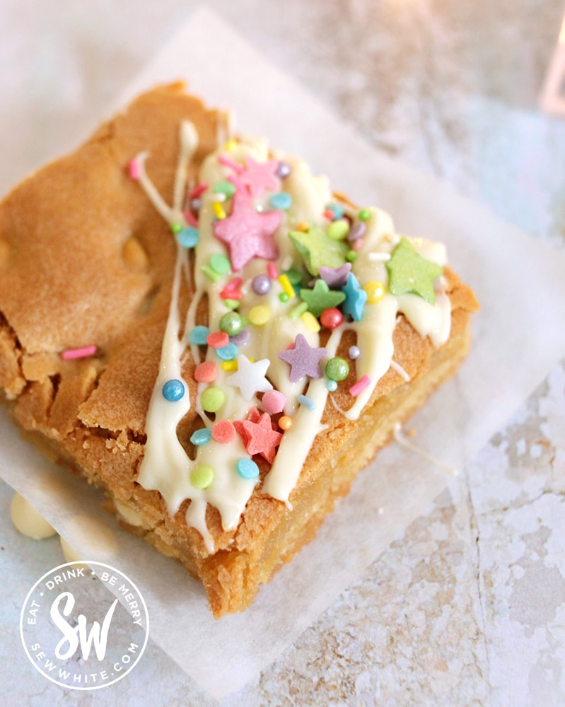 white chocolate chip blondies decorated with sprinkles