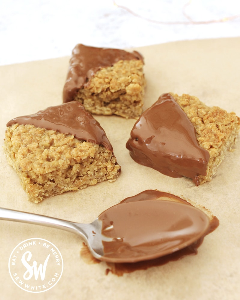 melted chocolate on freshly baked golden flapjacks. Chocolate Flapjack Recipe