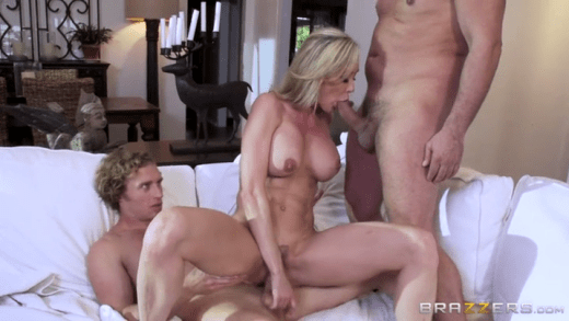 Cougar with a shaven cunt amp curly hair 9