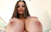 Big Tits, Round Asses – Ava Addams – Peeping on Squirting Ava Adams