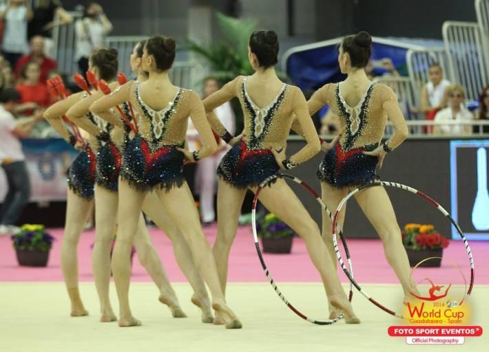 El conjunto español en la final de mazas y aros (Fuente: Facebook de Foto Sport)