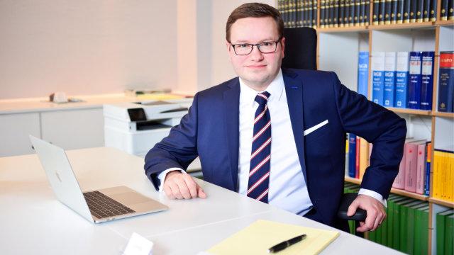 Nehmen Sie Kontakt zu Mirko Laudon auf, Ihrem Strafverteidiger für Sexualstrafrecht in Hamburg!