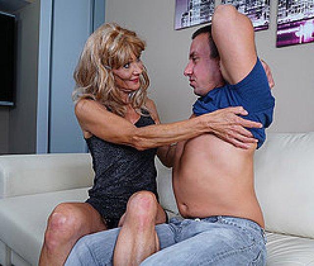 Horny Mature Housewife Fucks Her Boyfriend