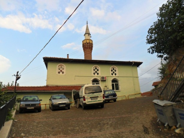 Üç Kuzular Cami Yandan