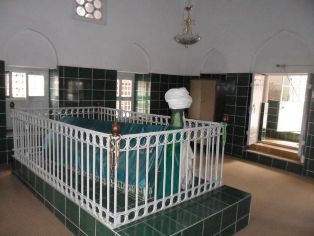 Abdal Mehmed Türbesi Giriş