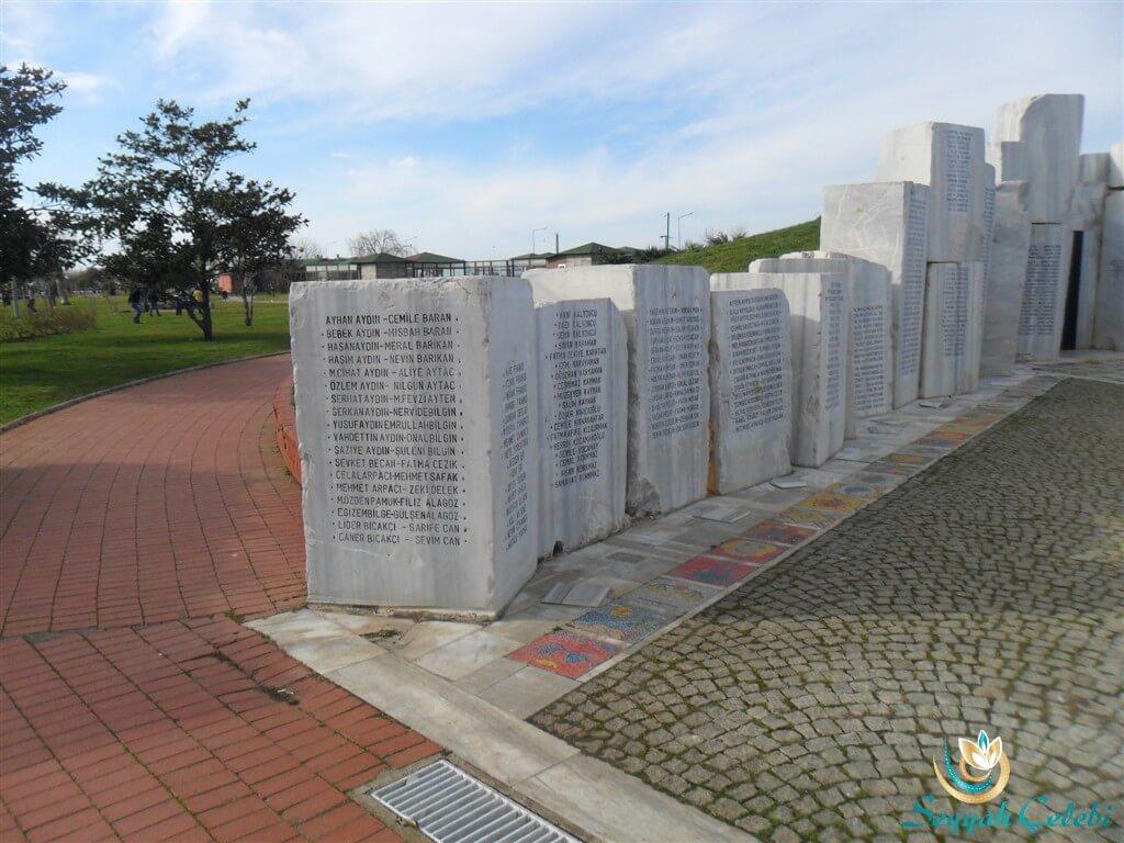 Yalova Deprem Anıtı İsim Mermerleri