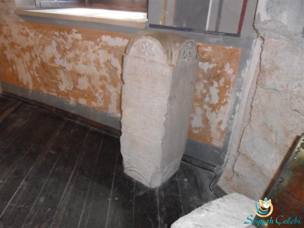 Osmangazinin Makam Kabri Taşı Kitabesi
