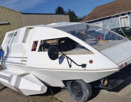 Star Trek shuttle or Ford van? (weird kit).