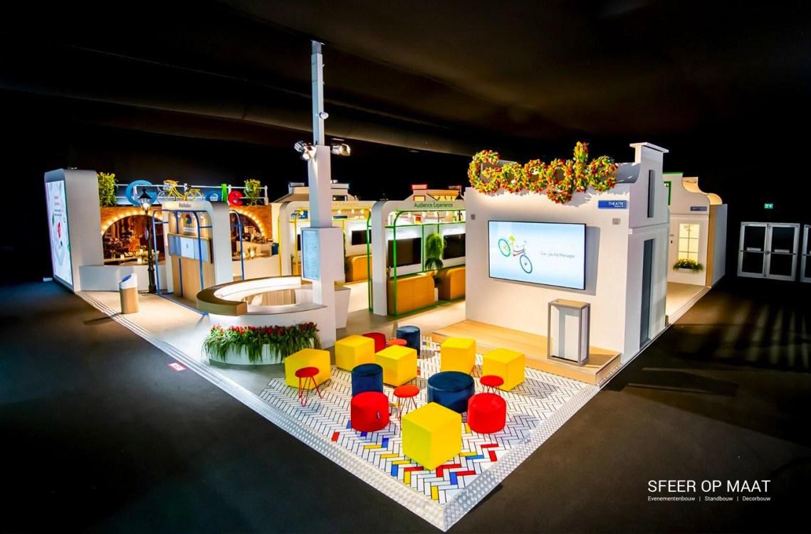 Sfeer op Maat - Kleurrijke stand voor Google op IBC 2019 in Hollandse stijl op de fiets door Amsterdam.