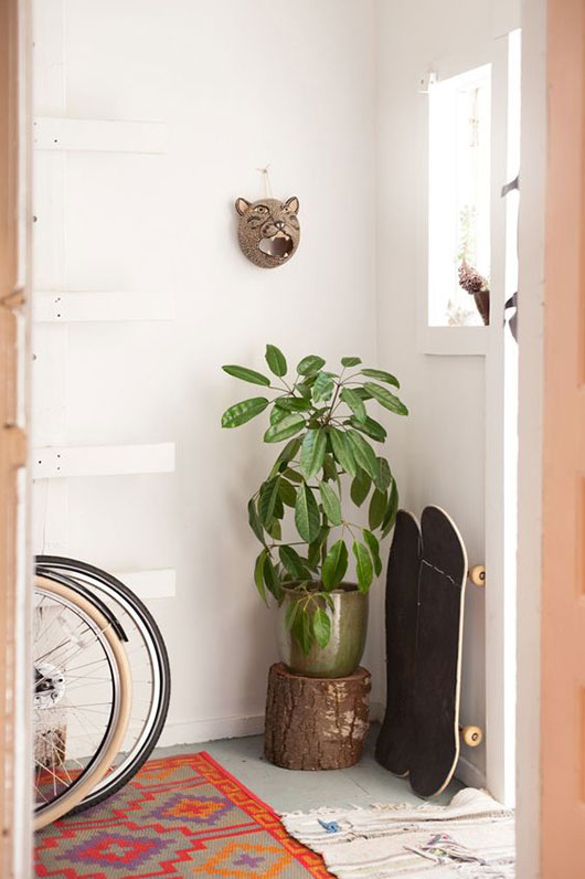 entryway with plants and home accessories / sfgirlbybay