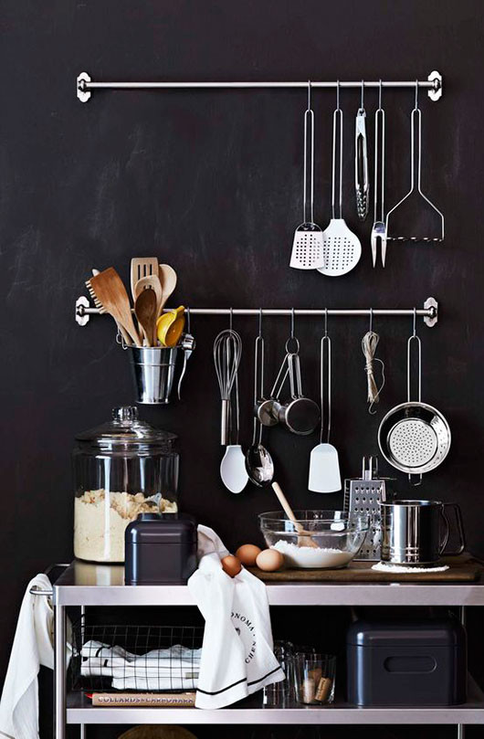 black kitchen wall with accessories via williams-sonoma / sfgirlbybay