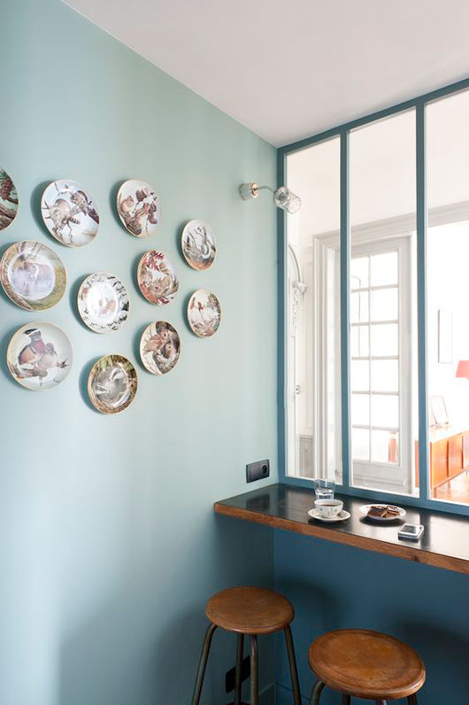 teal and blue built-in wall and table with wood and metal bar stools / sfgirlbybay