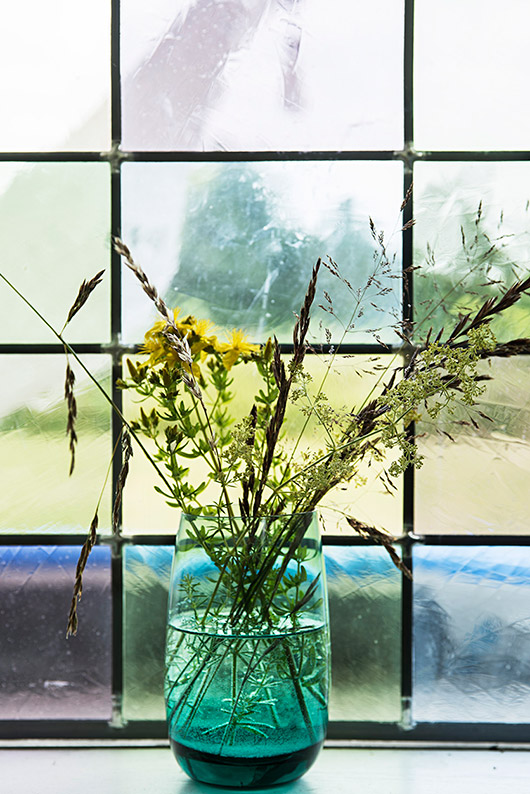 teal vase with wild flowers photographed by peter kragballe. / sfgirlbybay