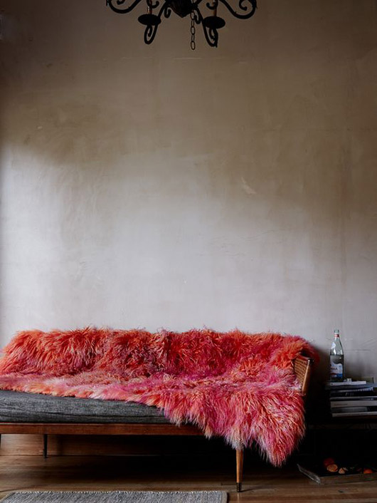 red faux fur blanket on a mid-century modern sofa photographed by kate sears. / sfgirlbybay