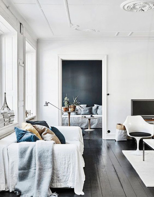 white walls with pops of blue decor / sfgirlbybay