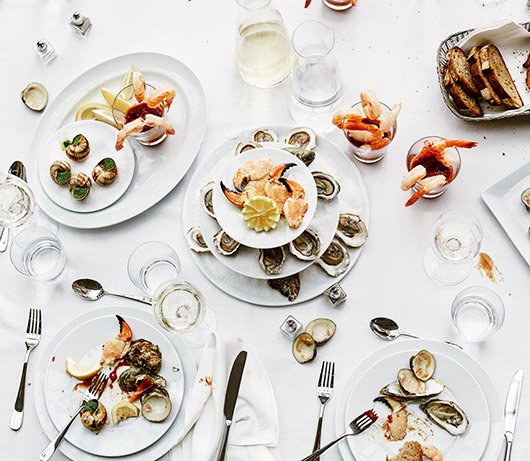 tablescape with snowe dishware, glassware and flatware. / sfgirlbybay