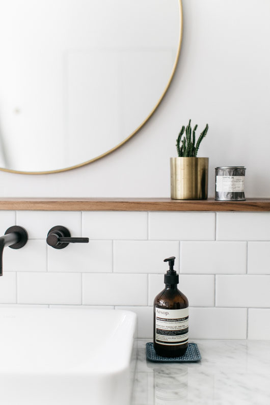 sophie carpenter's modern bathroom decor. / sfgirlbybay