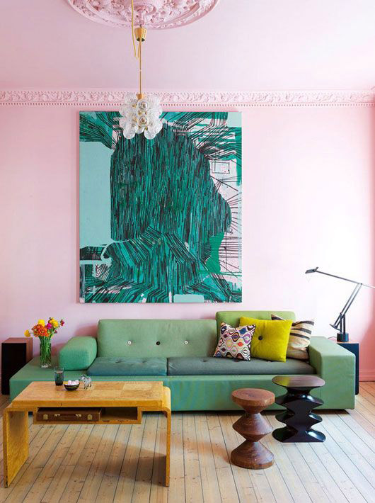 pink walls with green sofa and oversized art. / sfgirlbybay