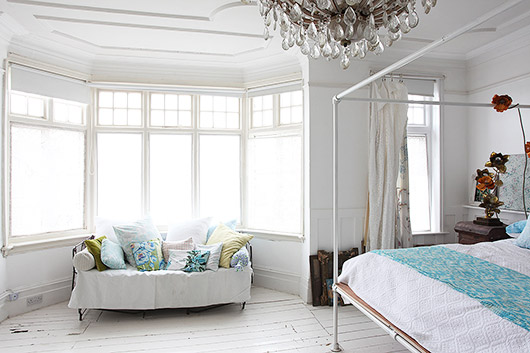 vintage furnishings in light locations london bedroom. / sfgirlbybay