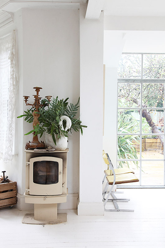 white living room with vintage decor via light locations london. / sfgirlbybay