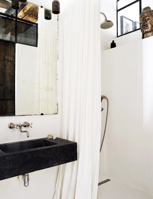 modern vintage black and white bathroom. / sfgirlbybay