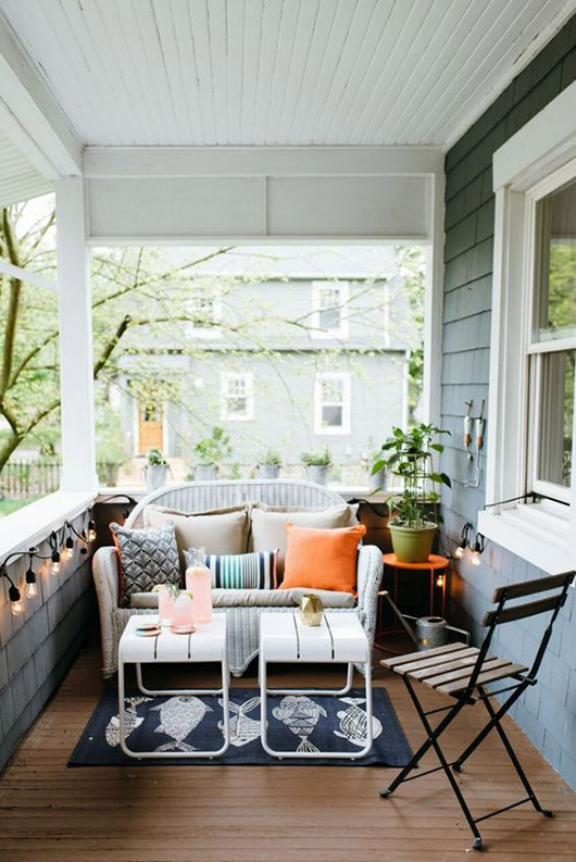orange and blue front porch decor. / sfgirlbybay