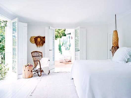 white washed bedroom at sydney's bellevue hill. / sfgirlbybay