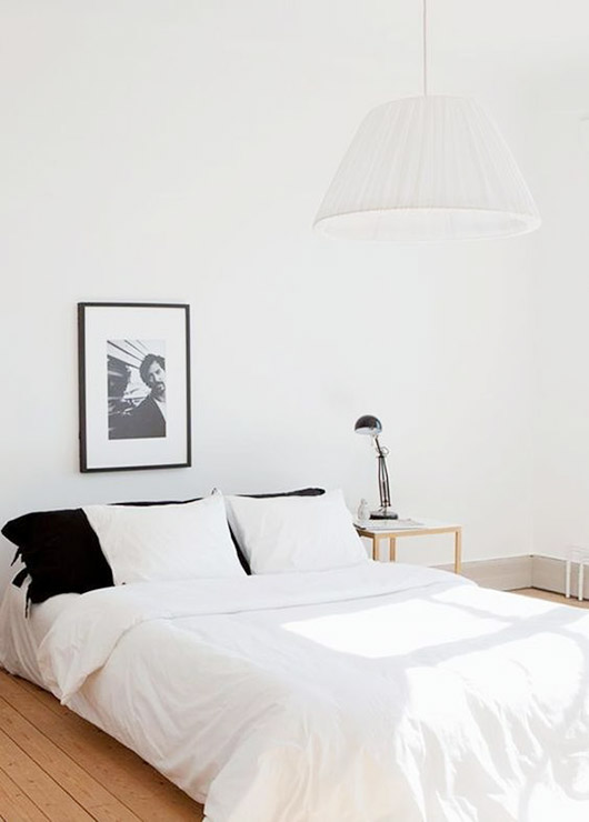 relaxed black and white bedroom decor. / sfgirlbybay