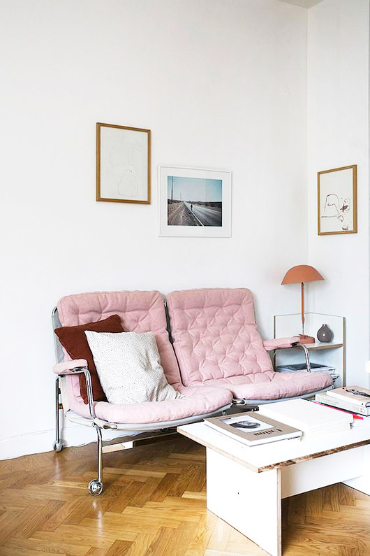 spring decor inspiration: pink sofa. / sfgirlbybay