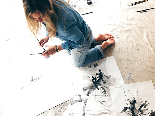 artist carly kuhn working in her DTLA studio. / sfgirlbybay