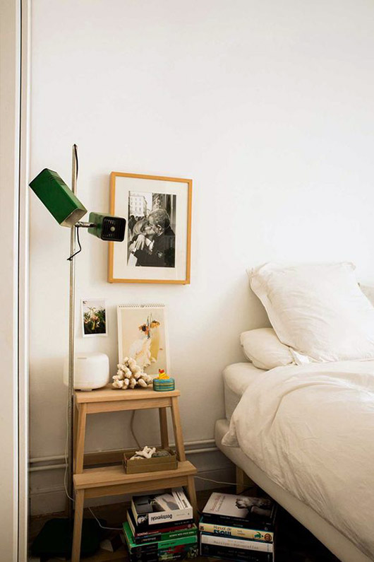 modern white bedroom with eclectic decor in barcelona home of designer paloma lanna. / sfgirlbybay
