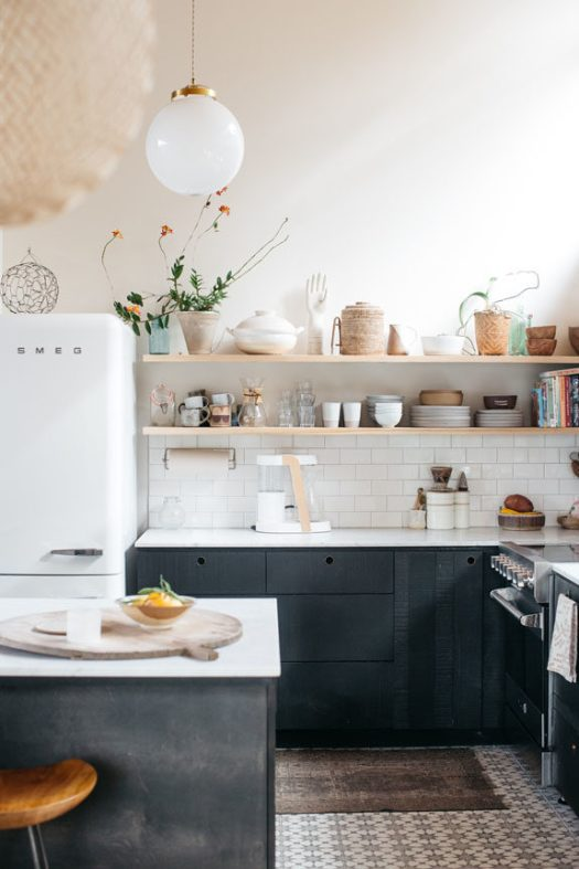 modern kitchen decor inside malibu hills home. / sfgirlbybay