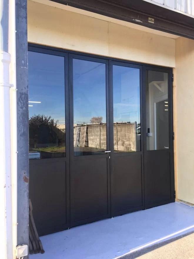 porte vitrée extérieure aluminium sur mesure entreprise 78