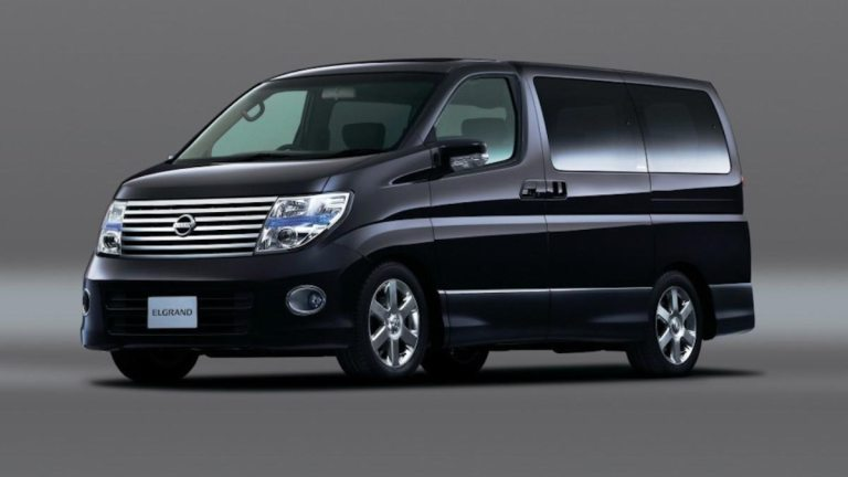 Nissan Elgrand E51 Car Mod for BUSSID