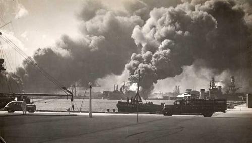 USS_Shaw-_Pearl_Harbor_atta