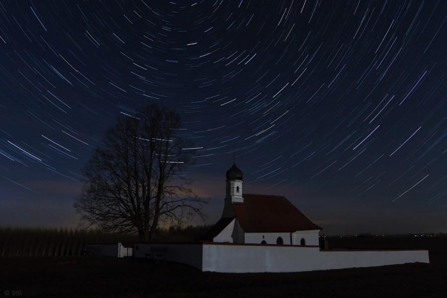 8. April 2015: Sternstrichspuren über St. Walburga